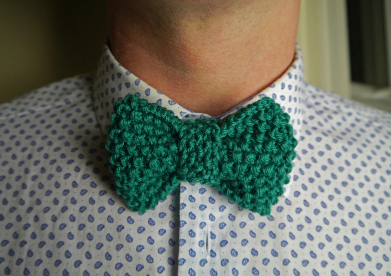 Bow tie knitting pattern by Julie And The Knits